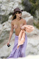 Aniston naked boobs pics